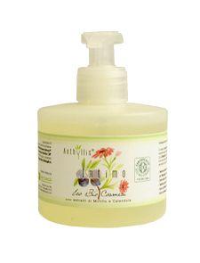 Gel pentru igiena intima din linia Eco Biologici Cosmesi, cu extracte de galbenele si afine. Un produs extrem de delicat cu pielea, pe baza de substante naturale si principii vegetale. Nu contine coloranti, SLS sau SLES. Nu contine parfumuri de sinteza. Gramaj 250 ml.
