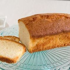 A plain madeira sponge cake made with simple ingredients. You can never go wrong with this Madeira cake. Cake Recipes Uk, Sponge Cake Recipes, Sweet Recipes, Pudding Recipes, Madera Cake, Madeira Cake Recipe, Cooking Wild Rice, Plain Cake, Cooked Cabbage
