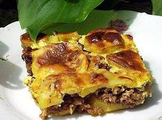 Musaka od mljevenog mesa i krumpira Spanakopita, Lasagna, Poultry, Ethnic Recipes, Food, Recipe Ideas, Backyard Chickens, Essen, Meals