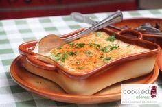 Fattet Hommos - Chickpeas & Yogurt Lebanese Cuisine, Lebanese Recipes, Yummy Yummy, Tasty, Yummy Food, Israeli Food, Eastern Cuisine, Middle Eastern Recipes, Arabic Food