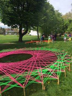 A Zen Librarian: Giant Geometry: Public Art Project! - Using string art to learn about math and geometry. I love the spin on taking it outdoors where kids have to get up and move :) Group Art Projects, Collaborative Art Projects, School Art Projects, Class Projects, High School Art, Middle School Art, Arte Elemental, Arte Linear, Steam Art