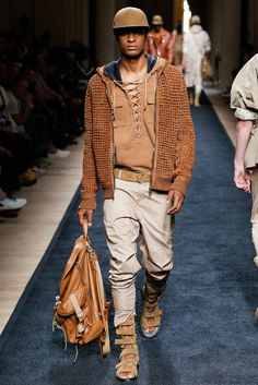See the complete Balmain Spring 2016 Menswear collection.