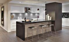 Balmoral   Kitchen By: Rawson Homes  