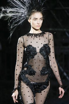 Marc Jacobs – Louis Vuitton : Black Swan Song