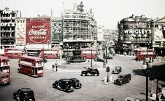 The Extraordinary Transformation Of Piccadilly Circus In Historical London Pictures 1956 London Pictures, London Photos, Old Pictures, Old Photos, Vintage Photos, Uk History, London History, Vintage London, Old London