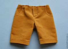 Игрушки-мальчики у меня наиболее популярны, чем игрушки-девочки. Мальчикам тоже нужен разнообразный гардероб и помимо простых штанишек на резинке, можно сшить брюки с карманами. В таких брюках мальчики зайчики и мышки солиднее выглядят. Сегодня я покажу, как я шью брюки с карманами своим игрушкам, может, какие-то приёмы окажутся полезными и для вас.