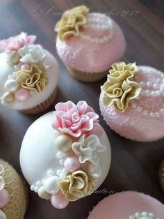 A Kindred Spirit — Gorgeous Cupcakes Vintage Wedding Cupcakes, Fancy Cupcakes, Pretty Cupcakes, Beautiful Cupcakes, Yummy Cupcakes, Wedding Cakes, Vintage Cupcake, Gold Cupcakes, Valentine Cupcakes