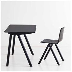 De #CPH90 #Desk van #Hay, ontworpen door Ronan & Erwan #Bouroullec, komt uit een serie meubelen die speciaal is ontworpen voor de universiteit van #Kopenhagen. De serie bestaat onder andere uit stoelen en verschillende tafels verkrijgbaar in verschillende kleuren en uitvoeringen. | #MisterDesign