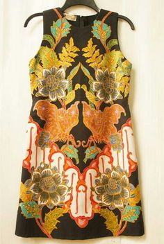 I would hang this on my wall. Blouse Batik, Batik Dress, All About Fashion, Love Fashion, Womens Fashion, Fashion Design, Batik Fashion, Fashion Prints, Traditional Looks