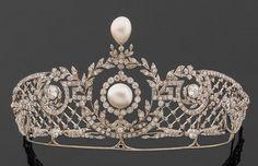 belle+epoque+diamond+pearl+diadem+tiara+greek+key+mesh.jpg 436 ×281 pixels