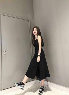 Top korean fashion ideas 1102616631 in 2020 Korean Fashion Dress, Ulzzang Fashion, Korean Street Fashion, Korean Outfits, Asian Fashion, Look Fashion, Korean Style Dress, Cute Korean Fashion, Fashion Black