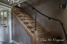 Fresco lime paint from Pure & Original in the color Dolphin. Cred Atelier op Zolder/ Woon(T)huis Country Interior, Interior And Exterior, Interior Design Living Room, Living Room Designs, Tadelakt, Stair Steps, Wooden Stairs, Stairway To Heaven, Stairways