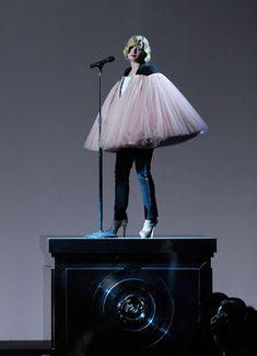 El mejor Epic Win EVER... Róisín Murphy en la catwalk de Viktor and Rolf. ♥