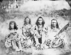 Crow Leaders and Bands in from left is Bear's Head, the River Crow chief American Crow, Native American Flute, Native American Photos, Native American Tribes, Native American History, Crow Indians, Plains Indians, Indian People, Group Pictures