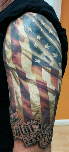 american flag tattoo forearm tattoo pinterest amerikanska flaggan tatueringar f r m n och. Black Bedroom Furniture Sets. Home Design Ideas