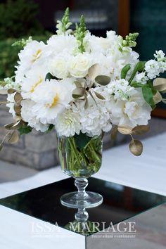 Decoratiuni si aranjamente florale naturale ISSA realizate din hortensia, bujori si trandafiri frumos armonizate pe vaze asezate pe cuburi de oglinda. Vaze, Wedding Inspiration, Table Decorations, Home Decor, Decoration Home, Room Decor, Home Interior Design, Dinner Table Decorations, Home Decoration