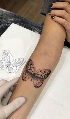 Feminine Tattoos on Forearm: The 25 Best Ideas # 2 - Photos and Tattoos - Forearm Tattoos for Women: Top 25 Ideas – Photos and Tattoos - Elbow Tattoos, Dainty Tattoos, Mini Tattoos, Forearm Tattoos, Feminine Tattoos, Classy Tattoos, Ribbon Tattoos, Tattoos For Women Small, Small Tattoos