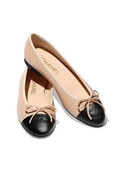 Chanel classic beige and black ballet flats. Coco Chanel, Chanel Ballet Flats, Chanel Brand, Black Ballet Flats, Ballerina Shoes, Black Ballerina, Black Flats, Ballet Shoes, Chanel Ballerinas
