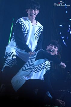 They're so cute w h y #baekyeol