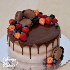 Chocolate drip cake by Dadka Cakes Chocolate Drip Cake Birthday, Chocolate Strawberry Cake, Strawberry Cakes, Chocolate Birthday Cake Decoration, Elegant Birthday Cakes, Pretty Birthday Cakes, 21st Birthday, Macaron Cake, Cupcake Cakes