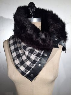 Chunky Faux Black Fur with Black and White Gingham Wool Snap Collar Fleece Hat Pattern, Mittens Pattern, Faux Fur Accessories, Winter Accessories, Diy Clothes Design, Diy Accessoires, Street Hijab Fashion, Diy Clothing, Fur Collars