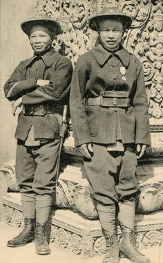 1906 - Tirailleurs annamites Army Hat, Vietnam War Photos, Imperial Army, French Colonial, Indochine, World War One, Asian Fashion, Old Town, Old Photos
