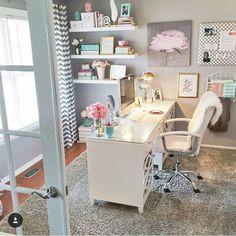 Que home office mais fofo!!! Quanta delicadeza!!! Encantada  ** Projeto e imagem não autoral **
