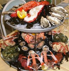 We are seafood lovers - this is what I call a Plateau de Fruits de Mer ! Kitchen Recipes, Gourmet Recipes, Cooking Recipes, Healthy Recipes, Seafood Platter, Seafood Dishes, Fish Recipes, Seafood Recipes, Pescatarian Diet
