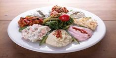 Tarama Meze Tarifi ve Malzemeleri – Salata meze kanepe tarifleri – The Most Practical and Easy Recipes Turkish Salad, Turkish Restaurant, Iftar, Cobb Salad, Potato Salad, Food And Drink, Appetizers, Snacks, Meat