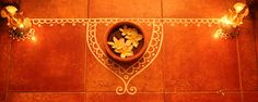 A simple rangoli made with white poster colours and Frangipani in terracotta bowl - indian themed decor at the back of ceremony chairs as guests enter Diwali Decorations At Home, Festival Decorations, Wedding Decorations, Rangoli Borders, Rangoli Border Designs, Alpona Design, Diwali Craft, Gypsy Living, Simple Rangoli