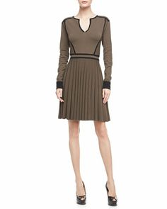 Fusionnez confort et professionnalisme avec une robe inspiration coton ouaté! #Sweaterdress #work #dress