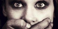 na Alemanha, Tugce Albayrak, de 22 anos, foi espancada após defender duas meninas que eram assediada...