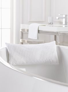 Exclusively from Simons Maison   For the most relaxing bath ever, a comfy bath pillow in soft polyester with cushiony filling.   - Delicate, lustrous tone-on-tone smocking   - Removable waterproof cover   - Filled with tiny polyester balls   - 20 x 40 cm