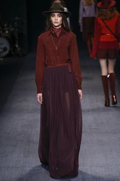 See the complete Trussardi Fall 2016 Ready-to-Wear collection.
