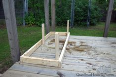 Outdoor bench for our deck: DIY wood working project tutorial! Small Bench, Built In Bench, Garden Storage Bench, Door Bench, Cedar Deck, Deck Posts, Outdoor Stools, Bench Plans, Outdoor Projects