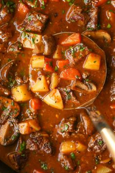 Tomato Beef Stew, Beef Stew Meat, Stew Meat Recipes, Cooking Recipes, Crockpot Recipes, Best Beef Stew Recipe, Sweet And Sour Beef, Damn Delicious Recipes, Classic Beef Stew