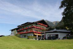 Das Christliche Gästehaus Bergfrieden liegt außerhalb von Oberstdorf in den sanften Alpenwiesen auf dem Kühberg auf 920 m. Wenige Schritte vor die Tür und Sie stehen in Gottes wunderbarer Schöpfung.