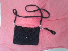 Bolsa de croché.  Simples e bonita! Crochet Necklace, Jewelry, Fashion, Crochet Pouch, Simple, Pretty, Bags, Moda, Jewlery