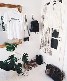 My must haves ⚡️ Mina måsten i garderoben just nu hittar ni på bloggen ✨💕☝🏻️ #closet #interior