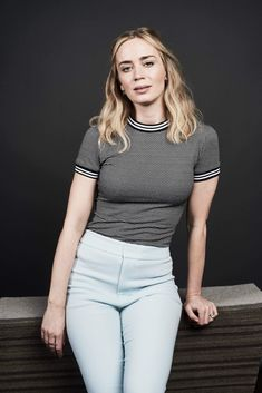 Natural beauty Emily Blunt nails low-key chic at SXSW Festival Fashionista: Emily showcased her low-key sartorial prowess for the event as she worked her… Prettiest Actresses, Beautiful Actresses, Beautiful Female Celebrities, Gorgeous Women, Belle Nana, Famous Women, Lady, Blond, Sexy Women