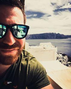 Just a casual Greek selfie! #selfie #greece #santorini #hollister #hawkers #selfportrait #vulcano #photography #photographyy #summer #summervibe #whitehouses #island