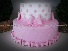 BOLO CENOGRAFICO Cakes For Women, Food And Drink, Bolo Fake, Birthday Cake, Lily, Baby Shower, Baby Cakes, Cherry Blossoms, Biscuits
