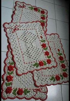 Anyone who thinks that crochet is a thing of the past is out! Crochet Cord, Love Crochet, Filet Crochet, Vintage Crochet, Crochet Doilies, Crochet Rugs, Farm Crafts, Diy And Crafts, Knitting Patterns