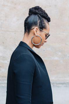 Street style à la Fashion Week automne-hiver 2017-2018 de Paris chignon haut tressé braid bun Alicia Keys