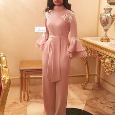 Source by gowns hijab Hijab Evening Dress, Hijab Dress Party, Lace Evening Gowns, Prom Dresses Long With Sleeves, Pink Prom Dresses, Formal Dresses, Wedding Dresses, Party Dresses, Mode Abaya