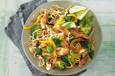 Broccoli and Chicken Stir-Fry Easy Chicken Stir Fry, Easy Chicken Dinner Recipes, Turkey Recipes, Stir Fry Recipes, Healthy Recipes, Fast Dinners, Pasta, 30 Minute Meals, Easy Weeknight Meals