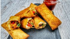 Pizza Bread Rolls are very popular as a Ramadan Recipe, and I'm going to show my really easy way to make these! Halal Recipes, Indian Food Recipes, Cooking Recipes, Bread Recipes, Bread Roll Recipe Indian, Jamie Oliver Quick, Ramadan Recipes, How To Make Pizza, Best Chef