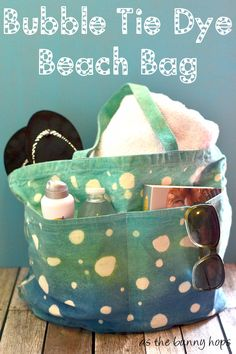 Make a fun bubble tie dye beach bag with Tulip One Step Dyes and gel glue!  #tiedyeyoursummer #tdys