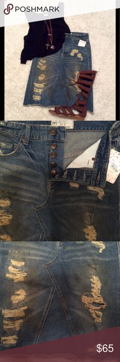 "🔆 Free People LA Lady Denim Skirt 🔆 Free People LA Lady Distressed denim skirt, medium blue wash, button closure, fringed hem, pocket detail, 100% cotton, waist measures 14"" laying flat, length 22"" Free People Skirts"