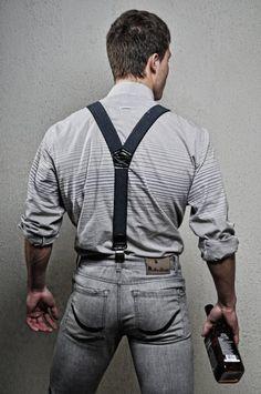 Jeans ans suspenders.